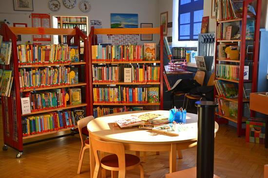 Gemütliche Kinderecke für die Bibliothek