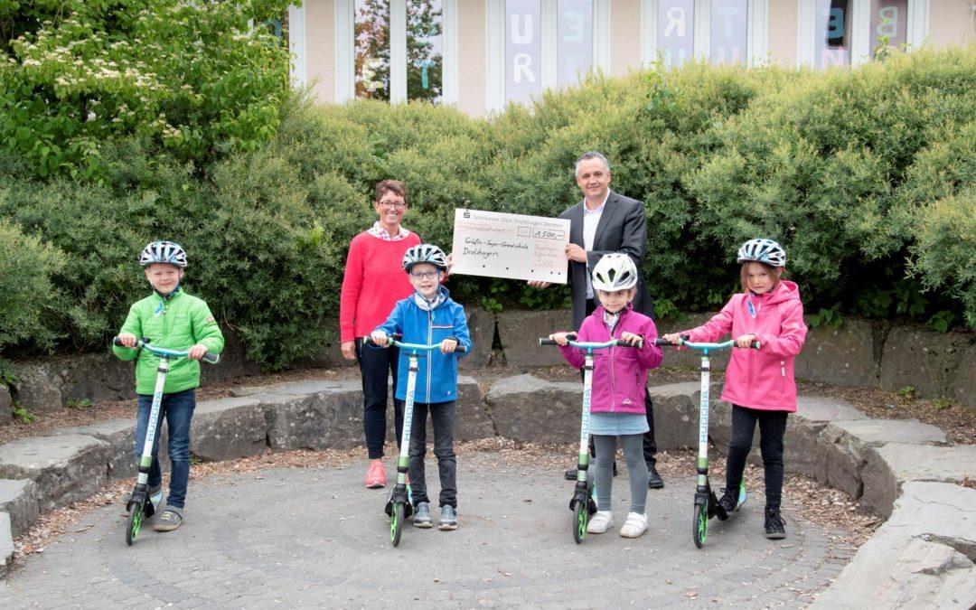 Neue Tretroller für Gräfin-Sayn-Schule
