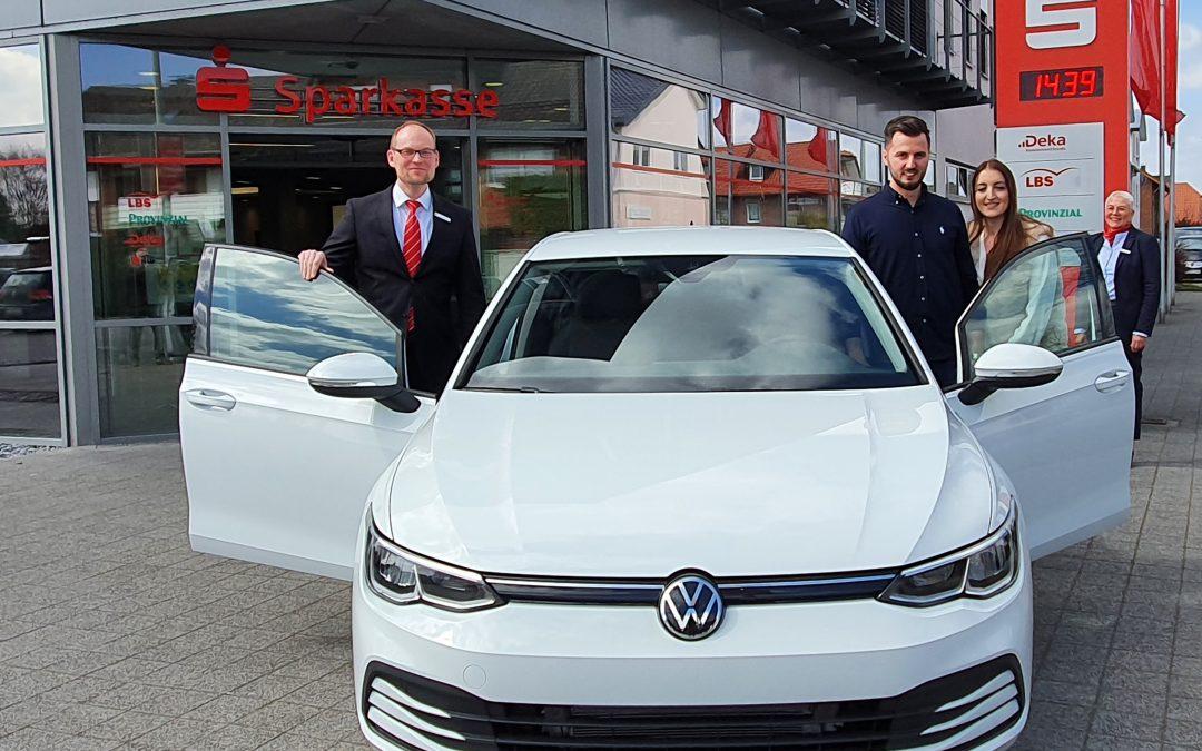 Hybridauto rollt nach Schoß Holte
