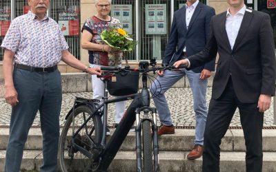 Zwei E-Bikes rollen nach Warburg